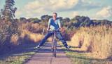 Senior mit Fahrrad - 173953484
