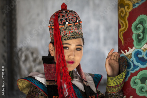 Fototapeta mongolian woman in traditional 13th century style outfit