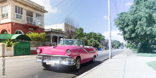 Fotobehang Havana Classical old american car in Cuba, with a vibrant and fashionable pink color