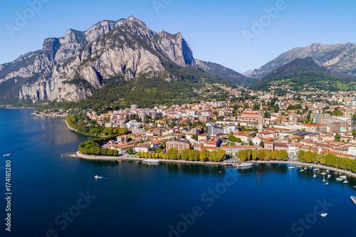 Spoed canvasdoek 2cm dik Nachtblauw Lecco - Lago di Como (IT) - Vista aerea panoramica della città