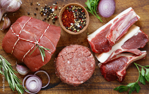 Poster Steakhouse Organic raw meat on a wooden table