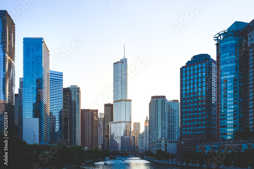 Fotobehang Chicago Scenic view of Downtown and River Chicago at Sunset