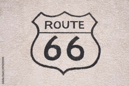 Papiers peints Route 66 Vintage US Route 66 logo painted on the wall