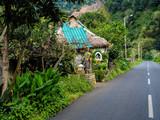 einsames Haus an der Straße auf Madeira - 174229208
