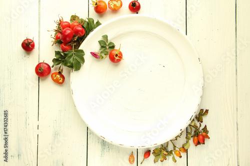 Wildfrüchte Hagebutte Teller Tisch Overhead Tisch Teller