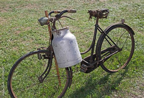 Fotobehang Schip very old bicycle of a milkman