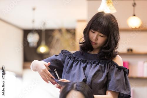 女性美容師