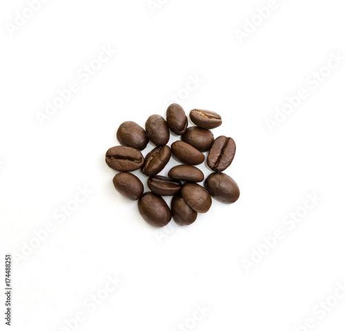 Papiers peints Café en grains Coffee beans isolated on white background. Close up image.