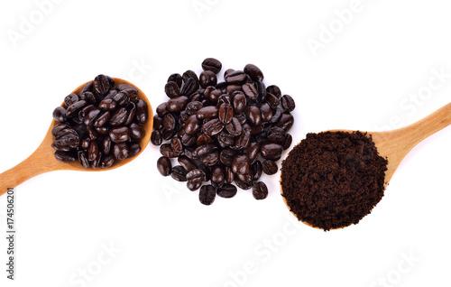 Papiers peints Café en grains Coffee Isolated on white background