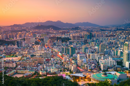 Staande foto Seoel Seoul. Cityscape image of Seoul downtown during summer sunset.