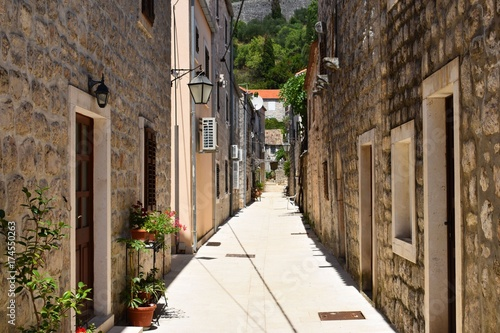 Foto op Aluminium Smal steegje romantic village street in croatia