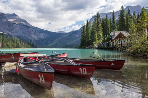 Papiers peints Gris traffic Canoes in Emerald Lake, BC, Canada