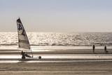 Chars-à-voile sur la plage de Quend-Plage - 174674637
