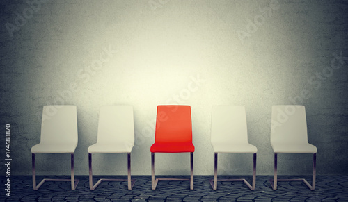 Foto Murales One opening for the job concept. Row of white chairs and one red in the middle