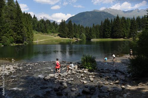 lago gita al algo panorama guardare montagna escursione