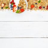 Müsli Frühstück Früchte Joghurt Erdbeeren Textfreiraum Schale quadratisch von oben - 174740224