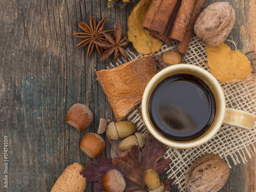 Papiers peints Cafe cup of coffee in autumn arrangement
