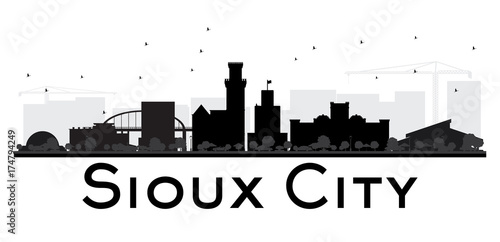 Fridge magnet Sioux City skyline black and white silhouette.