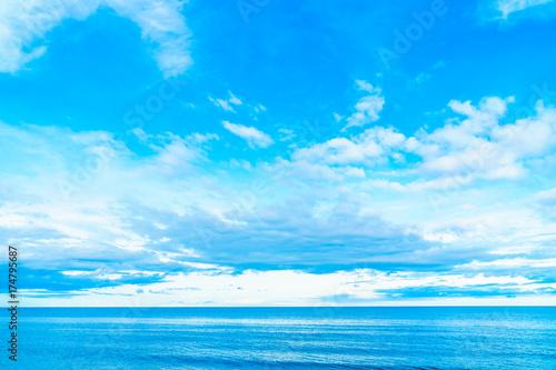 Foto op Canvas Groene koraal White cloud on blue sky with seascape