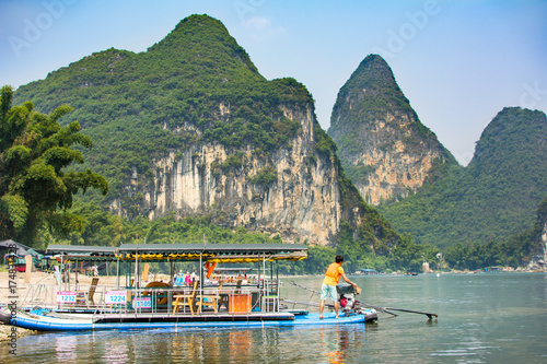 Staande foto Guilin Tourist cruise boat on a Li river in Yangshuo, famous travel spot in Guilin area in Gaungxi province