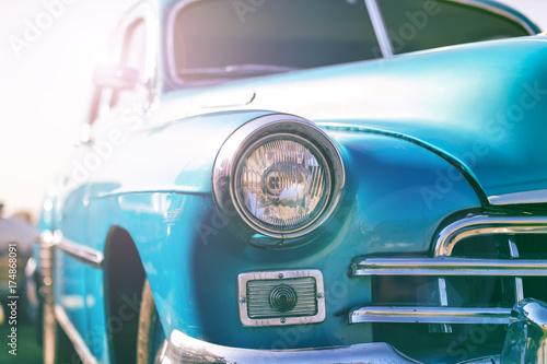 Stary samochód w stylu retro