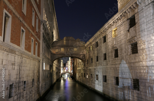 Fotobehang Bruggen VENICE of Sighs at night using long exposure