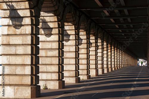 arches du pont de Bercy à Paris