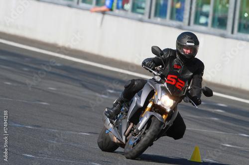 Plakat Moto, conduite sur circuit, apprentissage