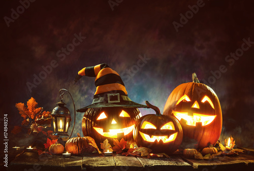 Candle lit Halloween Pumpkins - 174949274