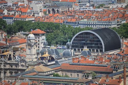 Tuinposter Bleke violet Vue sur les toits de l'Hôtel de Ville et de l'Opéra de Lyon
