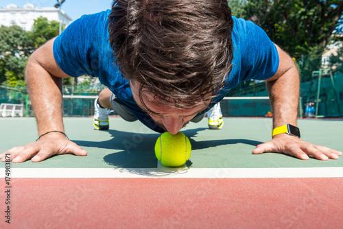 Fotobehang Tennis tennis player is kissing the ball before match