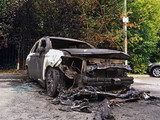 burned-out car body - 175005481