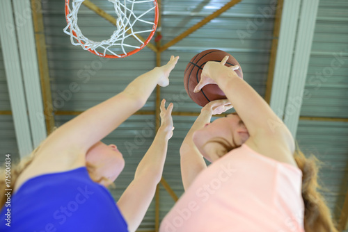 Fotobehang Basketbal Aiming for basketball hoop