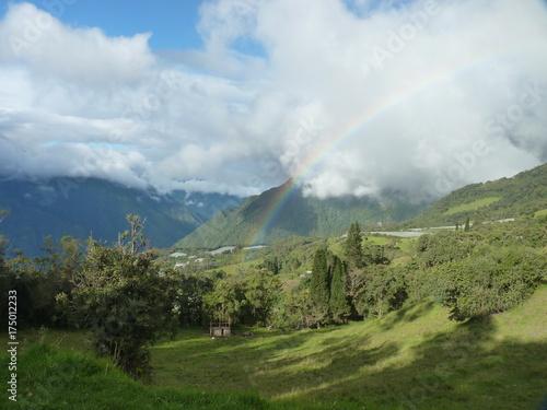 In de dag Blauwe hemel Ecuadorian rainbow