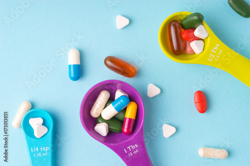 Tuinposter Apotheek Medicine, tablet, vitamin and drug in various shape