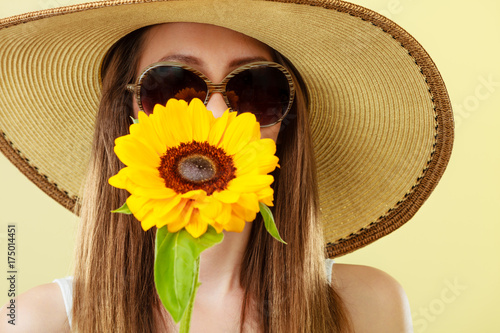 portrait attractive woman with sunflower