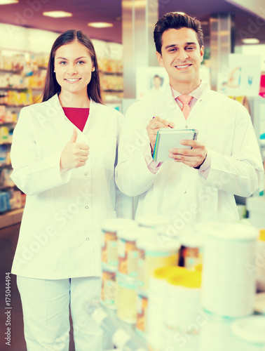 Papiers peints Pharmacie team of pharmaceutist and technician working in chemist shop