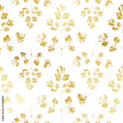 Seamless pattern with golden leaves ornate - 175089801