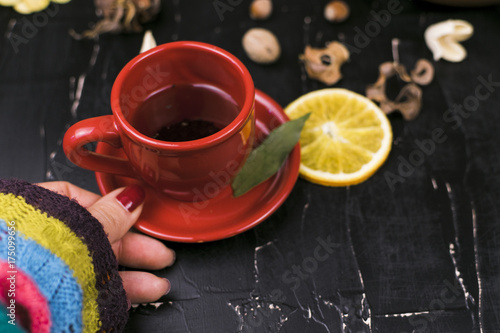Papiers peints The A lonely girl drinking tea with lemon