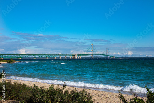 Deurstickers Groen blauw Mackinac Bridge