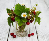 Glass with wild strawberries - 175171076