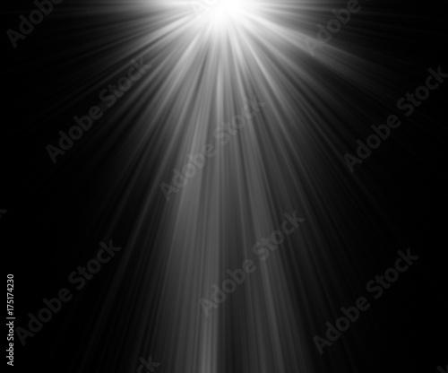 abstrakcyjne piękne promienie światła na czarnym tle.