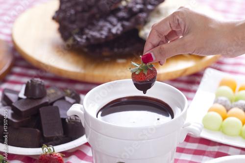 Foto op Canvas Chocolade Chocolate fondue