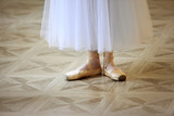Beautiful legs of dancer in pointe - 175180254
