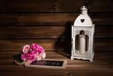 Farol blanco, rosas y pizarra con I love you. - 175186687