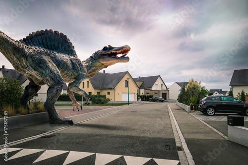 Dinosaure dans une ville Poster