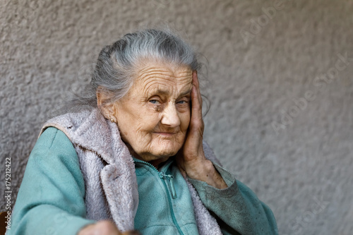 Poster Portrait of a very old wrinkled woman