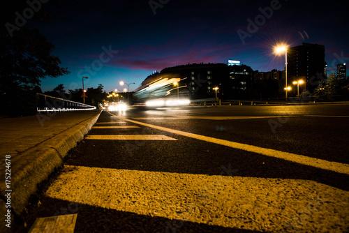 Tuinposter Nacht snelweg ciudad de noche