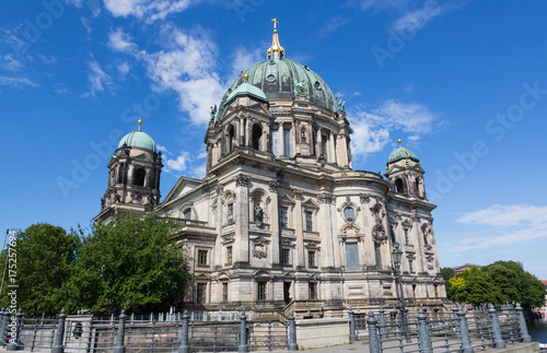 Staande foto Berlijn Berlin Cathedral against Vlue Sky