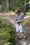 enfant en forêt - 175263600